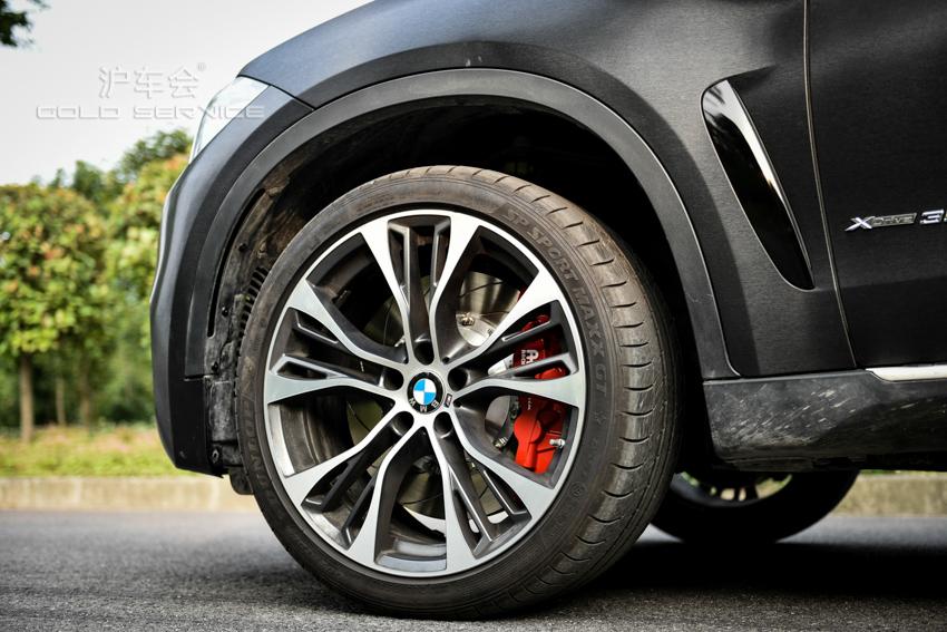 沪车会-宝马x6 改装升级 原厂599m轮毂,ap卡钳刹车,艾利进口改色膜